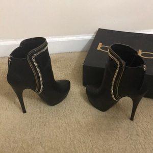 Bebe Olivia chain black booties